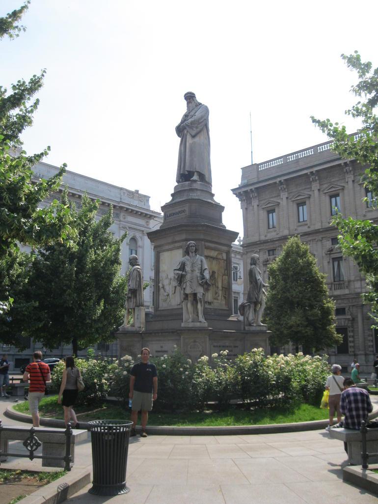 Da Vinci Statue - Milan