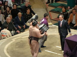 Hakuho receiving winning trophy , Lester S - February 2014
