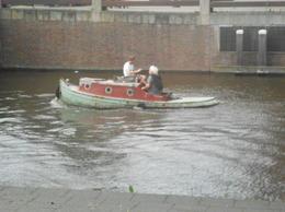 Les habitants d'Amsterdam utilisent autant leurs bateaux que leur vélos. , Evelyne P - August 2014