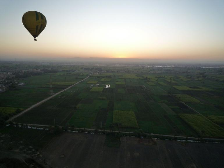 Balloon over Luxor - Luxor