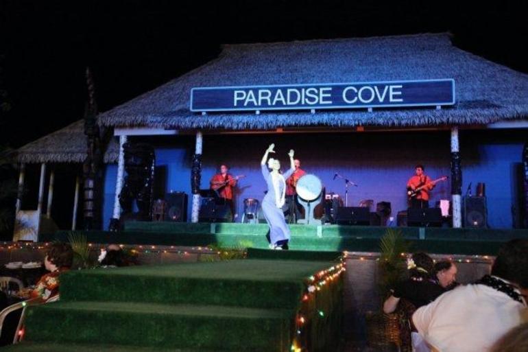 Paradise Cove Show - Oahu
