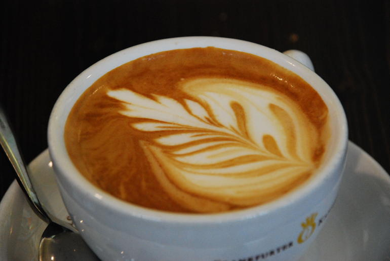 Don't miss the coffee with its unique and quot;leaf and quot; of milk - Frankfurt