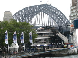 Harbour bridge from atop of a hop-on-hop-off bus , Nick59 - December 2013