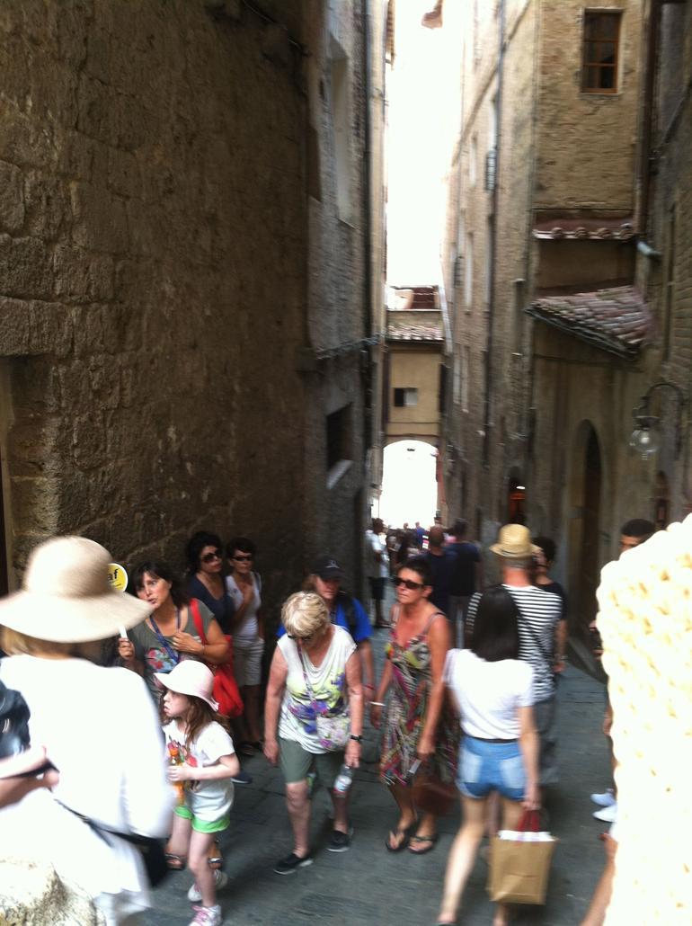 Narrow street in San Gimignano. - Florence