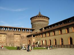 Castello Sforzesco by Cristian Santinon via Flickr ~ used under CC-BY-ND license, Krishnan Vaitheeswaran - October 2008