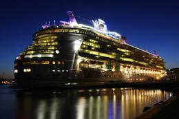 Here Independence of the Seas has anchored below Akershus castle. , poseitun - September 2012