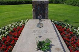 This memorial grave is in the garden infront of the Parliament building., Elmarie Magda D - August 2010