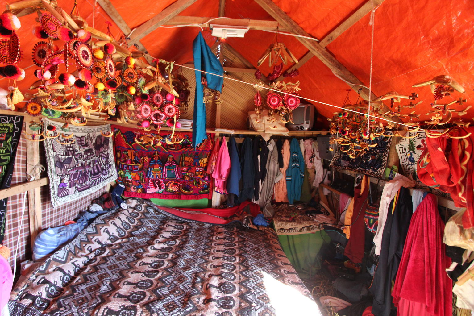 MAIS FOTOS, Uros floating islands & Taquile island Titicaca Full Day