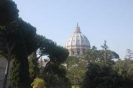 Het hoogste punt in Rome is de punt vd St. Pieters basiliek. , Gino G - July 2016