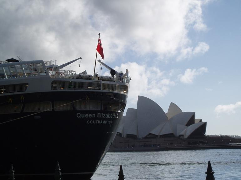 SydneyHarbour Elizabeth Opera House - Sydney