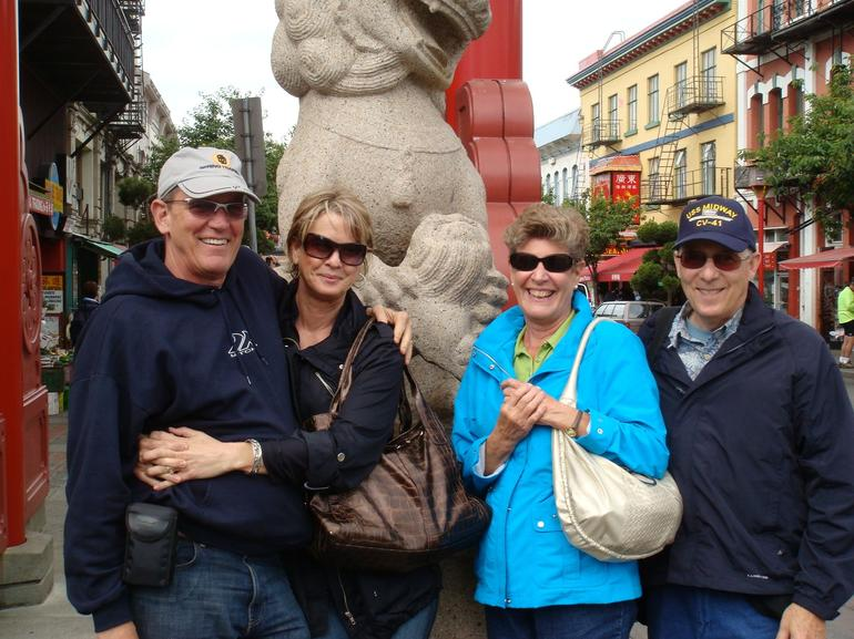 Victoria - stone lion - Vancouver