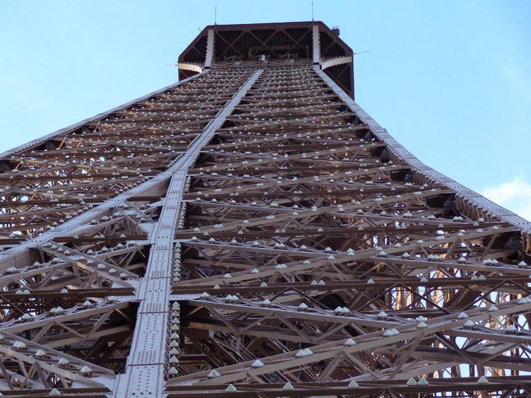 Looking up - Paris