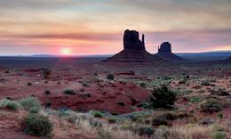 Sunrise at Monument Valley , Mal - July 2017