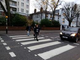 Parada en Abbey Road Studios, donde bajamos 10 minutos para sacar la típica foto cruzando el paso de peatones! , Lucía P - December 2015
