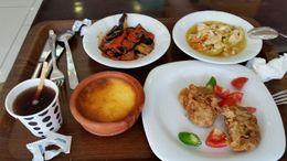 Lunches were not included in the tour and there were brief stops along the way for breaks and lunches that you pay for yourself. Most are quite good and very affordable. , Live 4 Sights - June 2015