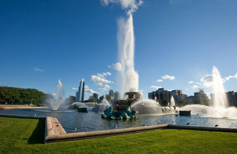 Buckingham Fountain in Grant Park - Chicago