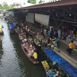 Early morning at the Floating Market - December 2014
