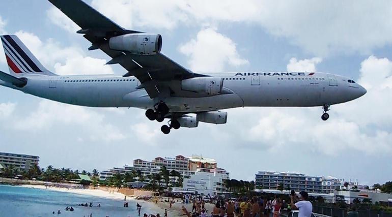 Maho Beach landing path - St Maarten