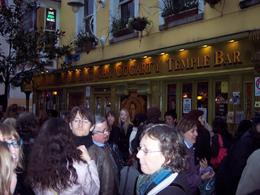 The group is leaving the meeting point - The Oliver St. John Gogarty Temple Bar, Steven B - April 2008