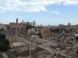 Nous nous sommes arretés sur le haut du Palatin pour avoir un apperçu global sur tout le forum romain ainsi que sur Rome! , Morgane L - August 2015