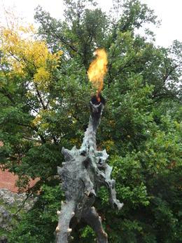 Bij kasteel Wafel vertelde de gids het mooie verhaal van de draak , C.J. d - September 2014