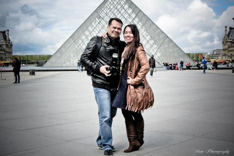Lovers in Louvre. - Paris