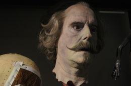 Que dire des équipes qui réalisent les masques?... Le résultat est hallucinant de réalisme... John Cleese a dû avoir l'impression de se voir dans un miroir... , Philippe D - December 2015