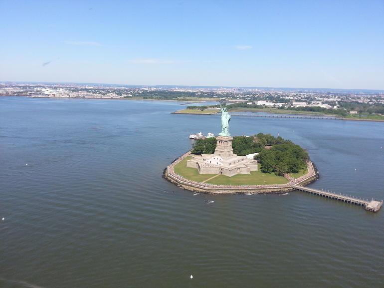 statue-de-la-libernew-york-en-helicoptere-manhattan