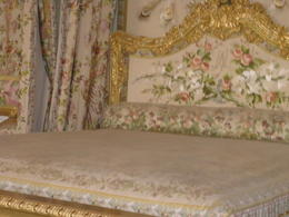 Notice - the bed is larger than the King's bed. When he wanted to 'make an heir' he would visit the queen. Therefore, her bed had to be wider to accommodate two people. , Brex-Anna - October 2012