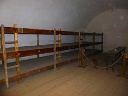 voici où devaient dormir les prisoniers , bruno b - October 2013