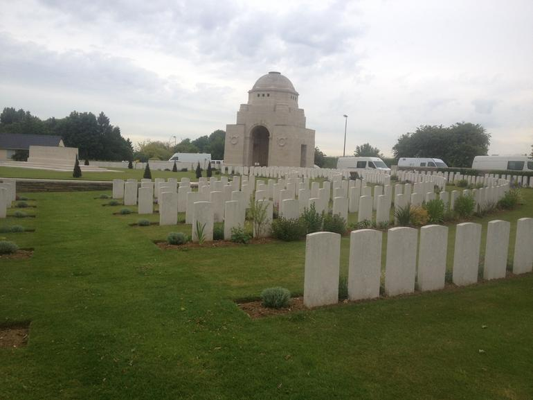 large commonwealth WW1 gravesite - Paris