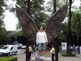 These were the original wings of the Angel of Independence that fell off during the 1985 earthquake. New ones have replaced these. , Nathan O - August 2015