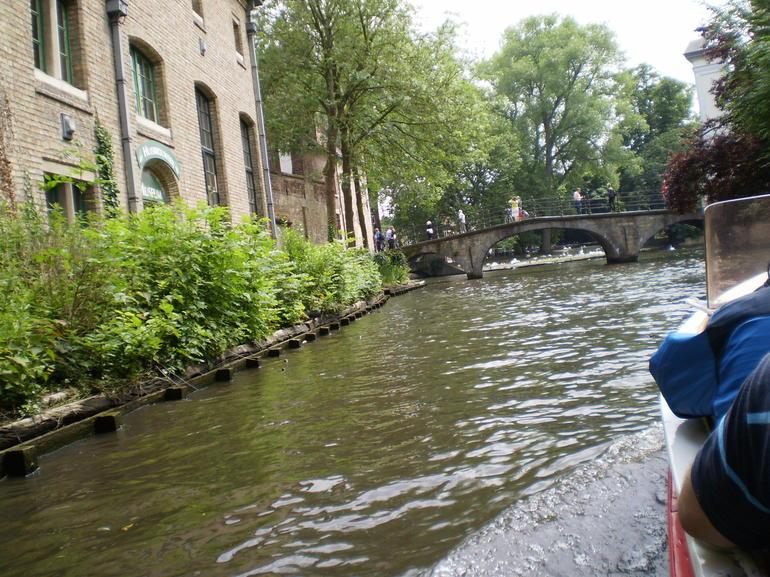 canal-riviere-vue-bateau-tour