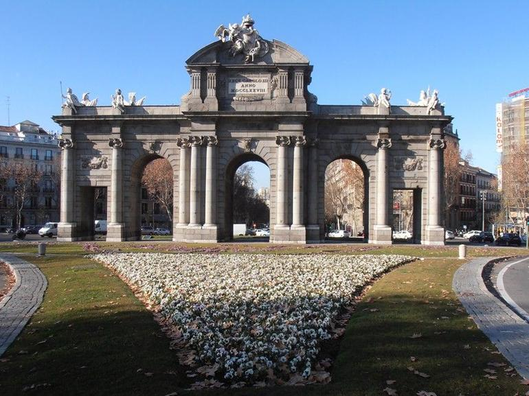 Puerta de Alcal� 1.JPG - Madrid