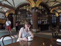 Tour starts right next to the Palau de la Musica Catalana , J Antoni R - November 2012