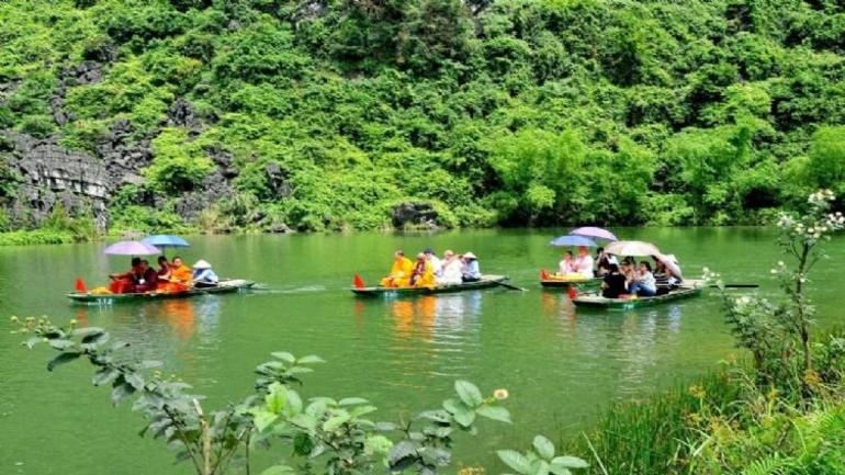Hoa Lu Tam Coc Full-Day DELUXE Tour Including BUFFET LUNCH & River Boat Ride photo 33