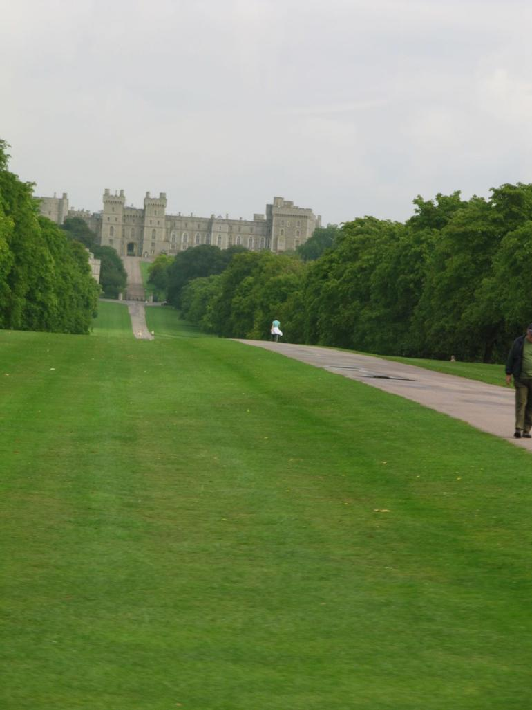 Long driveway up to the castle - London