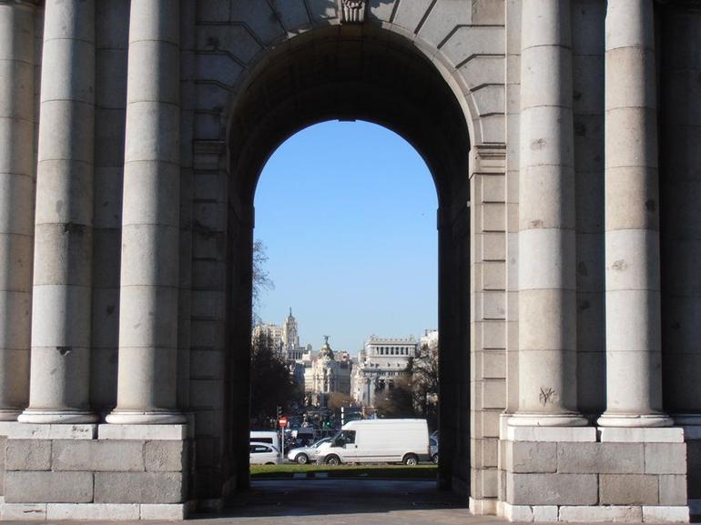 Puerta de Alcal� 2.JPG - Madrid