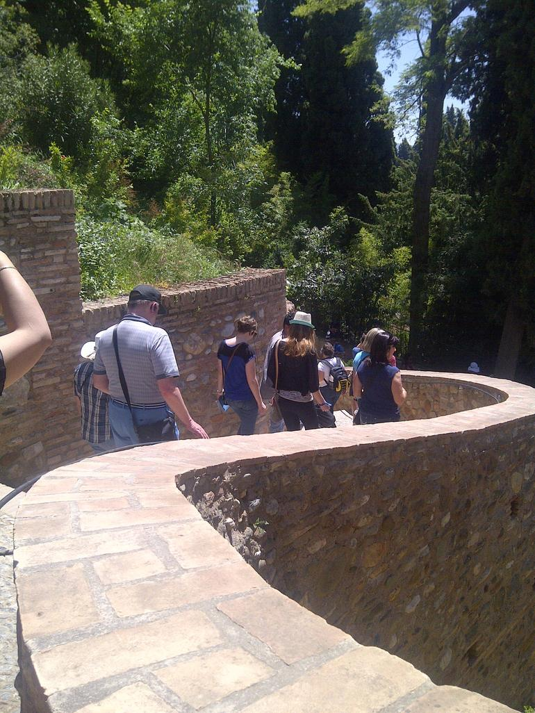 Walking in the Alhambra and Generalife gardens - Malaga