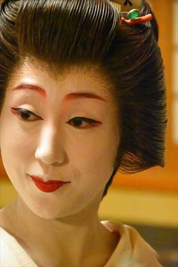 Geisha during the Kaiseki dinner , tdav.travel - October 2017