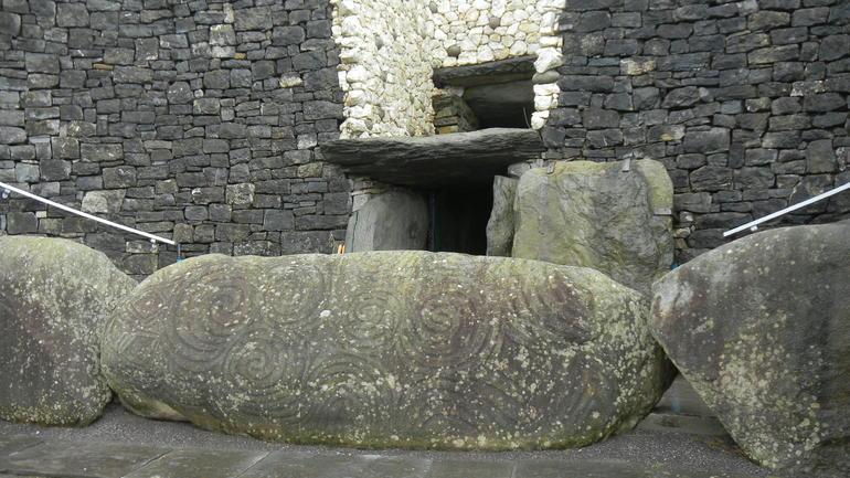 5j2-Newgrange portal tomb6 - Dublin