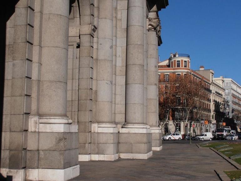Puerta de Alcal� 3.JPG - Madrid