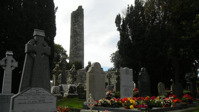 5j5-Monasterboice monestary ruins2-round tower - Dublin
