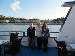 Mi esposa y dos amigas realizando el crucero que se suponía nocturno pero se hizo de día , jose g - June 2016