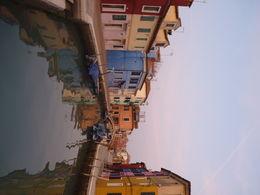 Burano was mooi en interessant vooral ook de rondleiding door onze gids. Maar toch aan te raden om de tour vroeger in de dag te nemen want nu was rond 16u30 al te donker om het eiland echt te..., Dorine D - December 2015