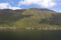 Imponerande bergslandskap med betande får , ake.thysell - September 2014