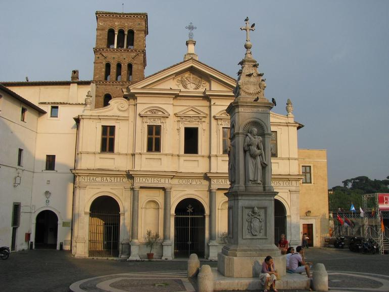 Piazza & Basilica Santa Maria in Trastevere - Rome