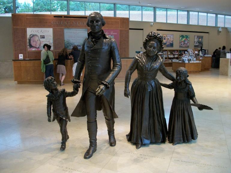 Sculpture, Washington family group - Washington DC