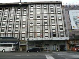 Cet hôtel est bien situé et proche des sites touristiques. , Jean D - November 2013
