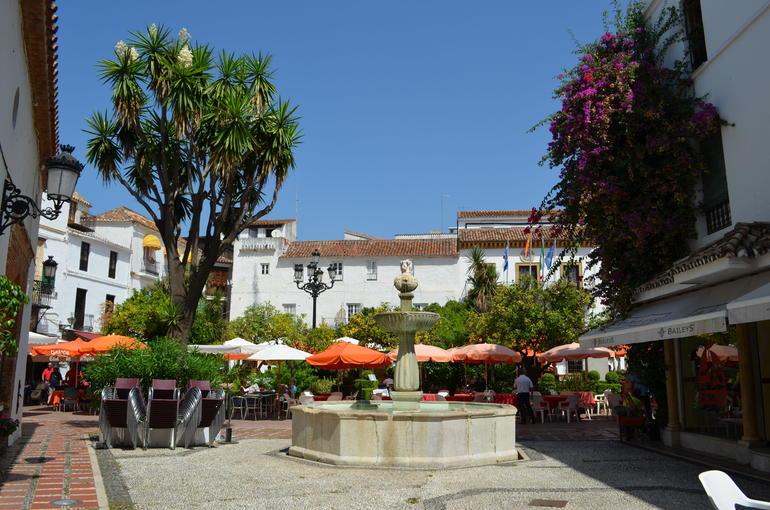 Plaza de Naranjos - Costa del Sol